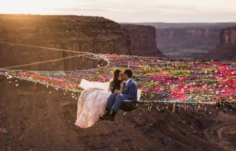 הזוג הזה התחתן תלוי באוויר, מעל המדבר! והתמונות עוצרות נשימה!