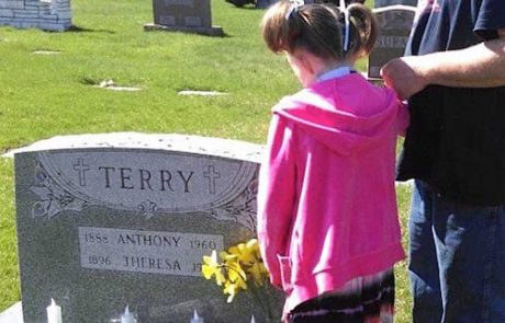 הסיפור המדהים של הילדה שאיבדה את כל משפחתה בשריפה גרם לסערה ברשת!