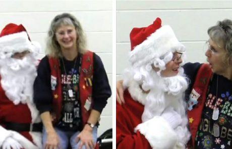 המורה ישבה בחיקו של סנטה ולא תיארה לעצמה מי באמת מסתתר מאחורי התחפושת!