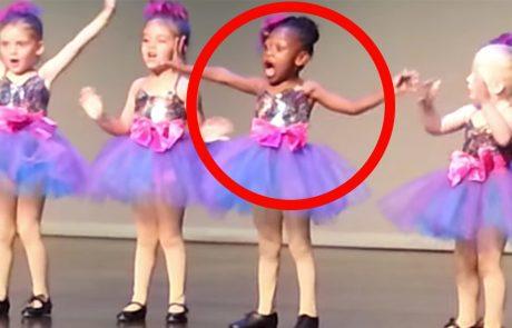 לרקדנית הקטנה הזאת נמאס מהריקוד המשעמם ולכן היא עושה על הבמה משהו שגורם לכולם בקהל להריע!
