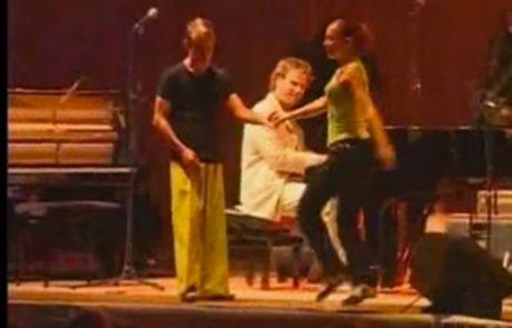 הזוג מתחיל לרקוד לצלילי הפסנטר ו…שימו לב לבחור עם המכנסיים הצהובים שהשאיר את כולם בהלם!