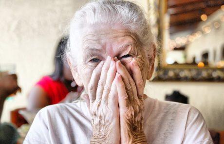 הקשישה קיבלה סירוב באשראי מה שהקופאית עשתה למענה השאיר אותנו בהלם טוטאלי