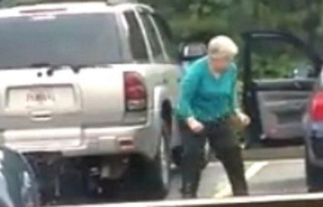 הסבתא לא ידעה שהיא מצולמת ומה שהיא החלה לעשות העלה חיוך לכולם!