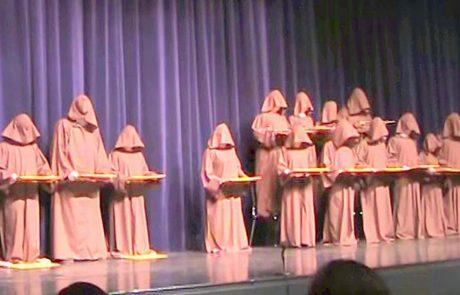 כנסו וגלו מדוע סרטון של 14 נזירים על במה הגיע ליותר מ-21 מיליון צפיות ביוטיוב!